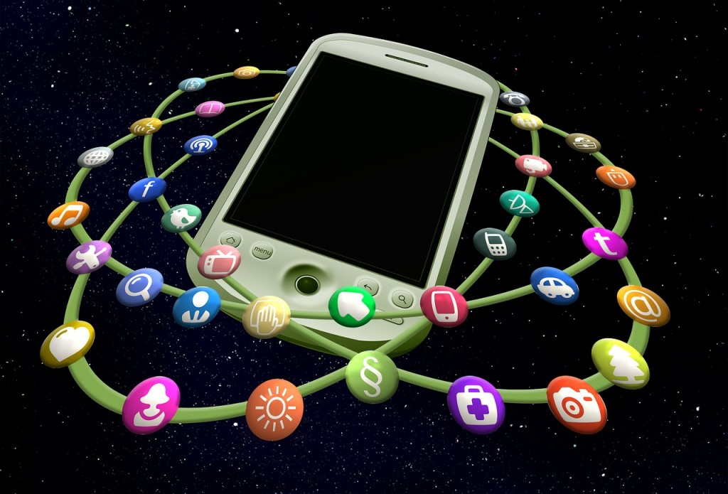 Herramientas para tu negocio (I). Herramientas de networking Pixabay mobile-phone-213368_1280
